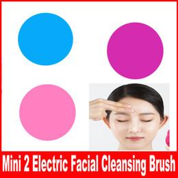 Mini masajeador vibrante online-Mini 2 Cepillo de limpieza facial eléctrico Limpiador de silicona Máquina de masaje vibrante Poro Limpieza Pincel de maquillaje Cuidado facial de la piel Masajeador de spa