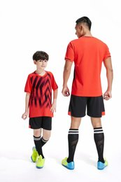 Canada Pas cher En Gros 1 Costume Football Jersey Football T-shirt Et Short Définis Nouveaux Modèles Suer-absorbant Vêtements Parent-enfant Offre