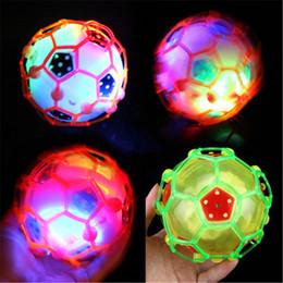 2019 rodas de trabalho ao atacado Futebol de dança esfera elétrica de Futebol Flash com luz Jumping Flash bola brilhante novidade brinquedo educativo Jumping bola TNT livre