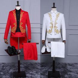 vestito blu da usura della maglia di colore Sconti Nuovo stile bianco rosso degli smoking con le code per Groom Oro Appliques del partito di promenade Tailcoat para hombre Slim Fit Mens Wedding smoking su ordine