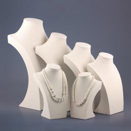 De alta qualidade agradável de linho colar de pingente de exibição Stand Protrait projeto especial jóias titular serapilheira busto manequim adereços de Fornecedores de expositores de design