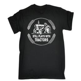 Tratores agrícolas on-line-Ainda brinca Com Tratores Camiseta Farming Driver Fazendeiro Presente Engraçado Aniversário Impresso Camisa Dos Homens T de Manga Curta Engraçado Camisetas