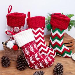 Calcetines de navidad alces rojos online-Navidad Decoraciones de Navidad de punto de lana Calcetines 5 Estilos rojos y bolso blanco del regalo del copo de nieve Elk raya de niños T3I5334
