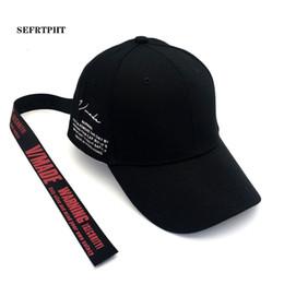 2019 moda bonés coreia Korea Baseball de algodão ajustável Caps tampa Side Letter Belt Longo Tails Mulheres Moda Casual Hip Hop Snapback dos homens Gorras moda bonés coreia barato