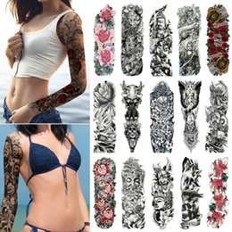 Teschi fiori manica uomo online-Tatuaggio a manica larga tatuaggio braccio impermeabile tatuaggio adesivo teschio angelo rosa fiore di loto uomini completo fiore tatuaggio body art tatoo