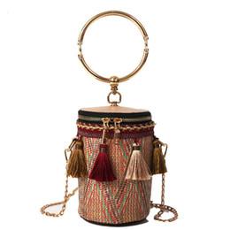 2019 Fashion Hand Woven Bag Women Piccola fibbia Rattan Borsa in paglia Borsa rotonda intrecciata Borsa a tracolla Boemia Beach Circle Borse cheap straw for weaving da paglia per tessere fornitori