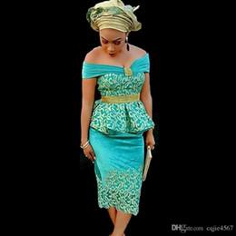 Vestidos de las mujeres nigerianas online-2019 New Green Off Shoulder Gold Lace Satin African Nigerian Peplum Vestido de noche Té de longitud Mujeres de la tarde Vestidos formales Vestidos