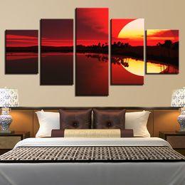 Cuadros del panel paisaje online-Scenery pinturas del arte de la decoración modernos Prints Pared 5 Piezas Red Sky Sunset Lake Forest cartel marco Pictures modulares lienzo