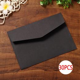 Черная бумажная оболочка онлайн-DELVTCH 30pcs/sett Black White Craft Paper Envelopes Vintage Retro Style Envelope For Office School Card Scrapbooking Gift
