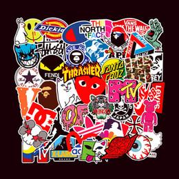 logotipos para pára-brisa do carro Desconto 101pcs Lote Moda impermeável PVC etiquetas removíveis da Laptop Skate da guitarra de bagagem Caso motocicleta Car bicicleta Graffiti Adesivos
