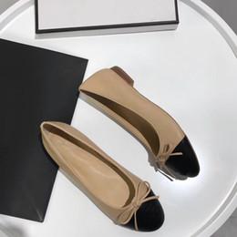 Zapatos stilettos marrones online-Oficina zapatos de lujo casuales, mujeres marrones, punta estrecha, tacones altos, con tachuelas, tirantes, slingback, tacones de aguja, sandalias de cuero, bombas
