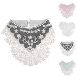 Bavaglini per bambini Asciugamani per saliva Saliva Asciugamano in pizzo Triangolo Bavaglini per alimentazione Girl Ribbon Bow Burp Cloths Bavaglino per bambini da arco del nastro del panno fornitori