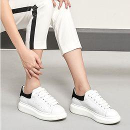 a763154ffc83e8 Mode Sneaker Wedges Wohnungen Plattform Kleid Müßiggänger Leinwand Trainer  Designer Luxus Weiß Schwarz Frauen Männer Mädchen Leder Freizeitschuhe