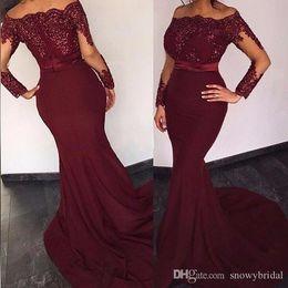 robes de soirée élastiques Promotion Vin rouge sirène manches longues robes de bal 2019 de l'épaule dentelle perlée Stretch Satin femmes formelle soirée robes de soirée sur mesure