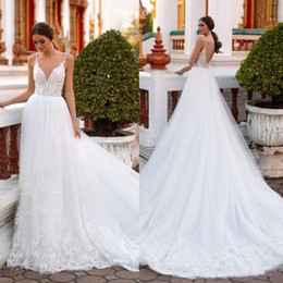 2021 robe de mariée spaghetti bohème 2020 Milla Nova Bohême robes de mariée une ligne spaghetti dentelle Appliqued plage Robes de mariée balayage train Backless perles BohoWedding Robe