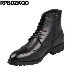 Zapatos de vestir de punta borgoña para hombre online-Partido Borgoña tobillo Invierno botines de piel falsa otoño punta estrecha Wingtip formal para hombre de la cremallera de los zapatos de vestir Botas Oxford negros Brogue
