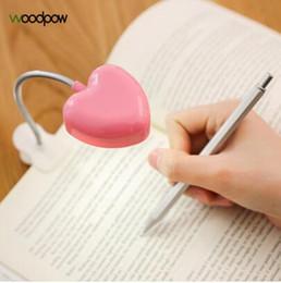 Corazón led luces mini online-Mini Love Heart Clip LED Libro Lámparas de luz Libro de lectura Lámpara de escritorio Luz de teclado Proteja los ojos Ahorre energía Luces nocturnas