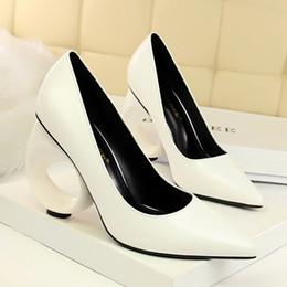 Canada Femmes en cuir verni chaussures habillées Slip on Pumps Lady bout pointu soirée soirée Night Club chaussures femme Casual chaussures supplier female evening dresses Offre