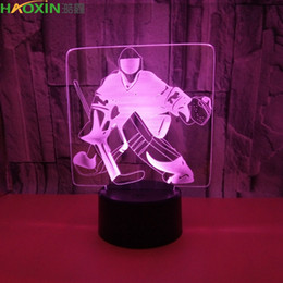 Led tees on-line-Ilusão Haoxin Tee Hockey 3D Lâmpada LED Night Light 7 RGB colorido Alimentado por USB 5 Botão Bateria Bin toque de transporte da gota Gift Box