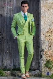 Custom Made Groomsmen Lumière Vert Marié Tuxedos Encoche Revers Hommes  Costumes De Mariage Meilleur Homme Marié (Veste + Pantalon + Gilet) L122 4fbf9010f2d