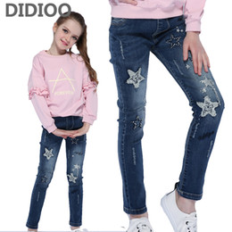 a90a98cd1207e2 I bambini hanno strappato i jeans per i vestiti delle ragazze i pantaloni  di stampa delle stelle di Paillettes per le ragazze dei pantaloni della  matita del ...