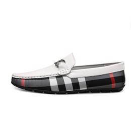 Zapatos mocasines de verano para hombre online-Zapatos de hombre Diseñador de marca casual Mocasines de verano para hombre Mocasines de cuero genuino Zapato liviano Hombres Zapatos transpirables sin cordones