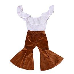 Baby glockenunterseiten- online-Baby Mädchen Hosen Set Kleinkind Mädchen Rüschen Schulterfrei Tops + Velvet Bell-Bottom ausgestellte Hosen Outfits 2er Set Kinder Kleidung Sets