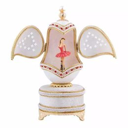 De haute qualité luxe blanc boîte à musique royale coquille d'oeuf danse ballerine boîte à musique de mariage souvenir boîte à musique pour les filles femmes cadeau ? partir de fabricateur
