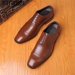 zapatos de noche para hombre Rebajas zapatos de cuero de los hombres zapatos de vestir formal de la tarde Coiffeur brogue los hombres clásicos de la marca italiana para hombre vestido marrón de gran tamaño 48