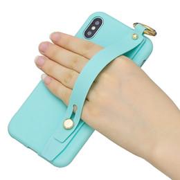 Bilek Bandı Kayışı Yumuşak TPU Kılıf iphone XR XS MAX X 7 8 Artı 6 SE 5 S Moda Lüks Itme Bilek Kavrama Şerit Tutucu Telefon Kapak Cilt Coque cheap skin strips nereden cilt şeritleri tedarikçiler
