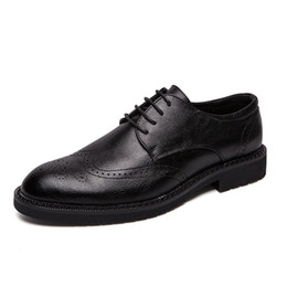 Повседневная одежда для мужчин онлайн-Pheron2019 Spring Men Flats Genuine Leather Dress Shoes Brogue Oxford Lace Up Male Casual Shoes Black Brown Size 38-47F-258