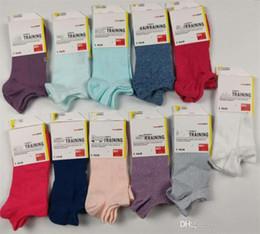 2019 medias al por mayor del arco del cordón de las muchachas Summer designer brand women Socks UA Crew Tobillo Calcetines cortos de corte bajo Medias bajas de verano Zapatillas de calcetines de corte bajo para niñas con etiqueta C62911