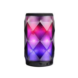 Altavoces portátiles de control remoto online-Altavoces estéreo inalámbricos coloridos de la bola del altavoz LED de los altavoces portátiles de Bluetooth con los altavoces teledirigidos