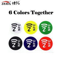 Etiquetas universales online-6 unids / lote Etiquetas NFC Etiquetas NTAG213 Etiquetas NFC Etiqueta adhesiva RFID Etiqueta Universal Lable Ntag213 Etiqueta RFID para todos los teléfonos NFC