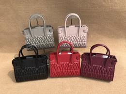 Deutschland Handtasche der Frauen 2019 neue Art und Weise populäre Die erste Schicht aus reinem Schaffell Falte Design Textur ist super gut / natürliche Vitalität und tropische Versorgung