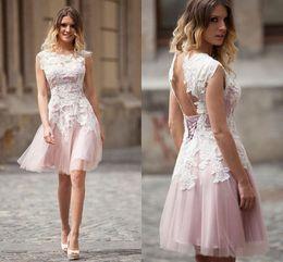 Weißer kurzer rock online-Kurze elegante A Line Homecoming Kleider White Lace Applique Prom Kleider Backless Benutzerdefinierte Partykleid Minirock