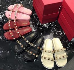 sandalias planas rojas talla 35 Rebajas Sandalias de mujer con fondo plano, Zapatillas con tachuelas de cuero de moda de verano, Blanco y Negro Rojo Rosa Color clásico Tamaño 35-40