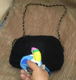 Deutschland Neue Aufbewahrungstasche Damen einzelne Schulter Shell Hand Dual-Use-Tasche Atmosphäre schwarz Plüsch Kosmetiktasche supplier dual use bag Versorgung