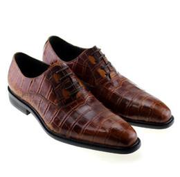 Sapatas marrons do vestido verde on-line-Novos Homens Da Moda Quadrado Dedo Do Pé Formal Sapatos Oxford Couro Genuíno Crocodilo Impressão Brown Verde Lace Up Vestido Derby Dos Homens Sapatos