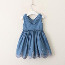 La primavera estate scollo a V Denim neonate vestito in cotone ricamato principessa Dress Baby Girl copre i bambini vestito per le ragazze prodotti infantili cheap infant cotton embroidered dresses da cotone infantile ricamato abiti fornitori