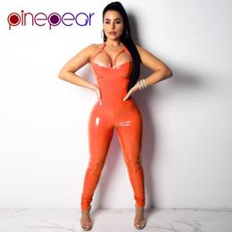 PinePear Turuncu / Pembe PU Deri Tulum Kadınlar 2019 Seksi Hollow Out Spagetti Askı Halter Backless Bodycon Romper Toptan cheap sexy leather halter nereden seksi deri oyma tedarikçiler