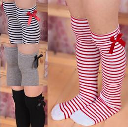 piernas almacenando niña Rebajas 1-8 años del bebé cómoda de algodón larga de la rodilla calcetines niños de los niños del niño del bowknot de la pierna de rayas media tibia
