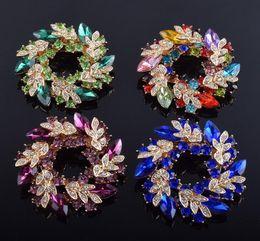 2019 petali di fiori di colore 2019 nuovi monili di modo multi colore brillante cristallo petalo fiore pin spille per le donne regali festa di nozze spilla sciarpa fibbia gioielli petali di fiori di colore economici