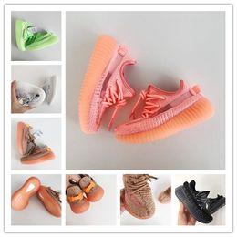 Niños niñas zapatos casuales online-Adidas Yeezy Boost sply shoes 2019 Kanye West Infant Clay 350 Toddler Kids Calzado para correr Estático GID Chaussure de sport pour enfant boys girls Casual Entrenadores