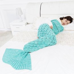 handgefertigte gehäkelte babydecken Rabatt Meerjungfrau Decke handgemachte gestrickte Schlafen wickeln TV Sofa Meerjungfrau Schwanz Decke Kinder Erwachsene Baby gehäkelte Tasche Bettwäsche wirft Tasche