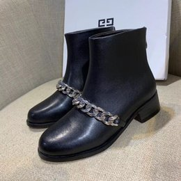 Botines negros cadenas cadenas online-Clásicos de la cadena de moda para mujer botines de moda negro salvaje Martin botas de diseño de moda zapatos de cuero reales