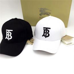 chapeau ajusté en soie Promotion Les hommes et les femmes populaires lettres de couleur unie brodés coton casquette de baseball casquette de travail bien porter une casquette