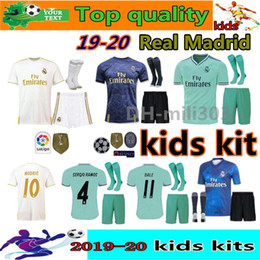 19 20 kits enfants du Real Madrid avec maillots de bain et chaussettes kit enfant 2019 2020 HAZARD VINICIUS JR MODRIC BALE enfants maillots de football EA Sports ? partir de fabricateur