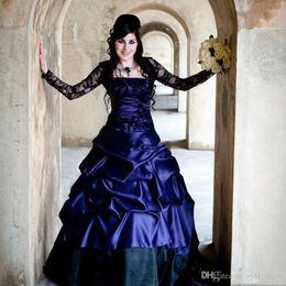 plus größe korsett kleider lila Rabatt Einzigartige viktorianische gotische lange Hülsen-Hochzeits-Kleider reizvolle purpurrote und schwarze Rüsche-Satin-Korsett-trägerlose Spitze plus Größen-Brautkleider