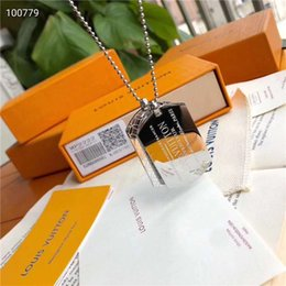 2019 frasco de vidrio de plata collar joyas millonario para mujer de acero de titanio collar colgante de la placa de identificación del monograma para hombre collar grabado Hip Hop con caja de LVLouisVuitton